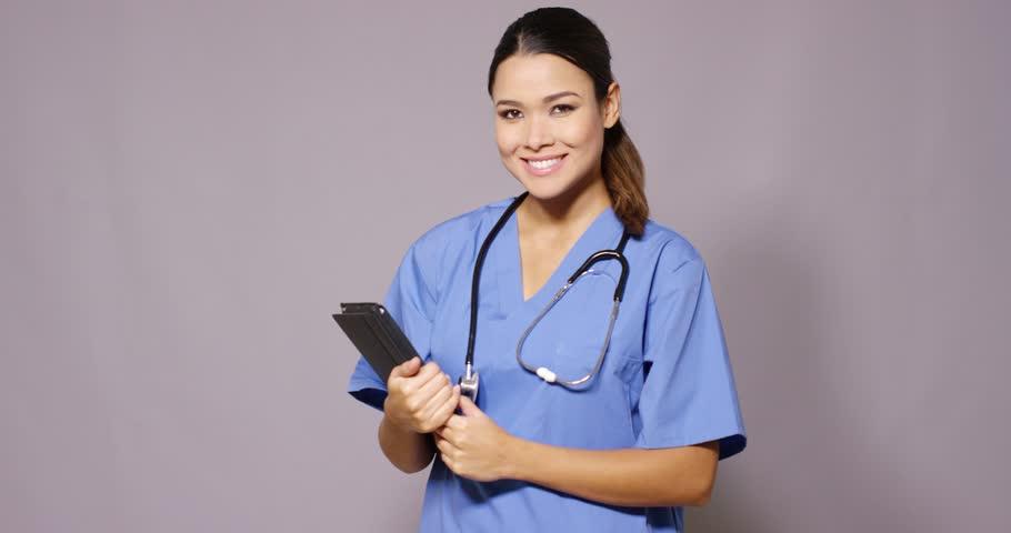 Nurse-holding-stethoscope