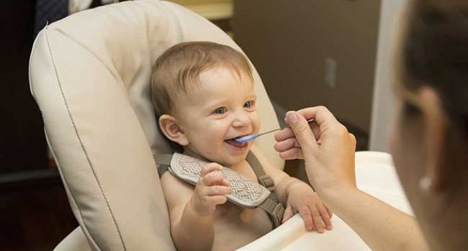 Introducing Solid Foods to Baby: 10 Helpful Tips to Remember