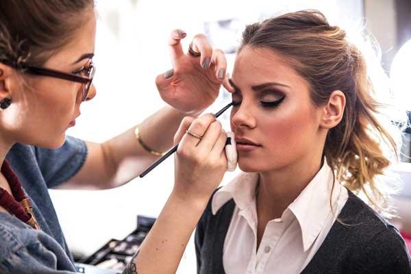 Put-on-Minimum-Make-Up