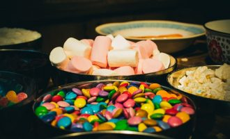 How Consumption of Chocolate and Candies Can Affect Your Kid's Teeth